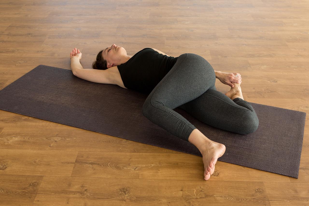 Yin-yoga-cattail